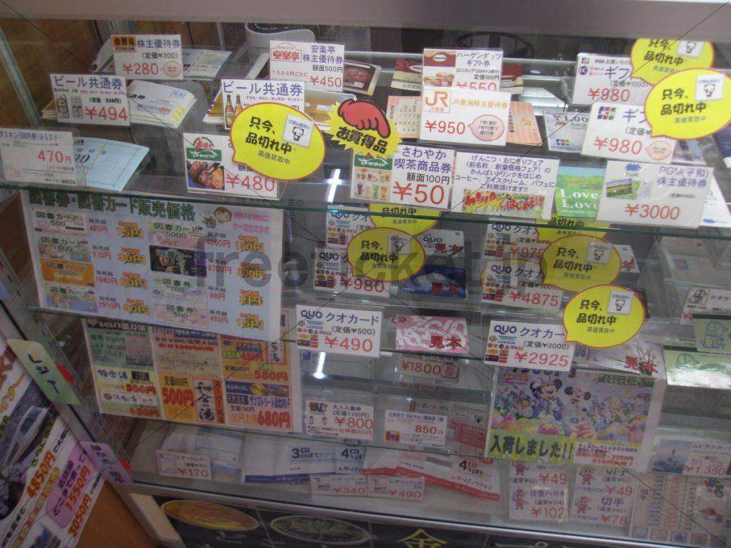 豊田店ショーケース左側