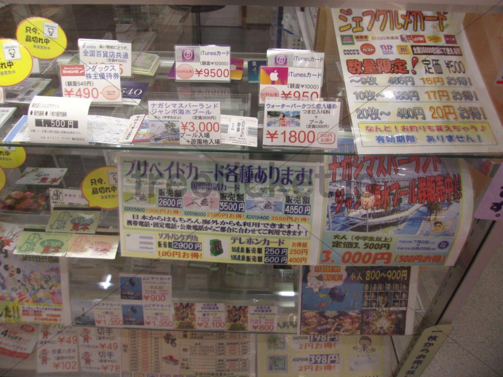 豊田店ショーケース右側